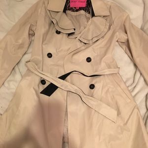 Trench coat Betsey Johnson